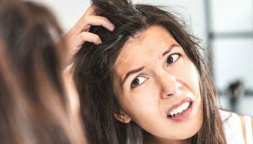 علت خارش سر و ۶ راهکار طبیعی برای درمان آن