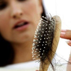 علت ریزش مو در دوران نوجوانی و نکاتی برای بهبود آن